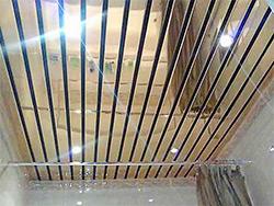 монтаж реечных потолков в ванной