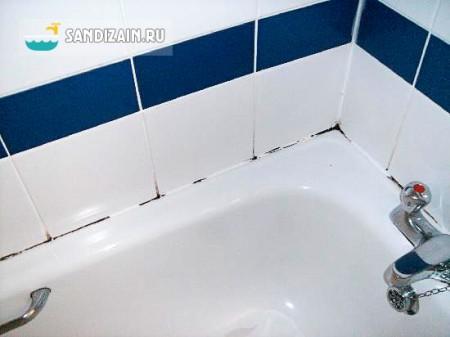 Плесень на стыке стены и ванны