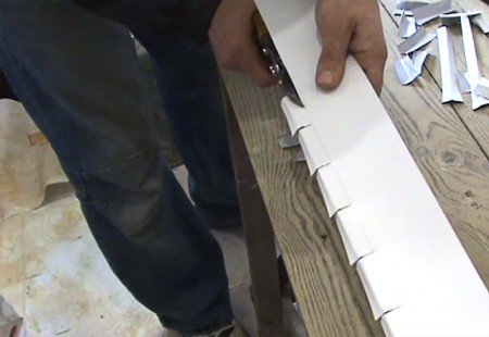 способ подрезки последней рейки потолка