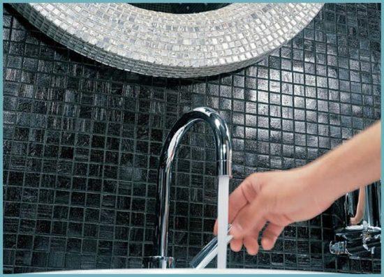 как выглядит мозаика в ванной комнате