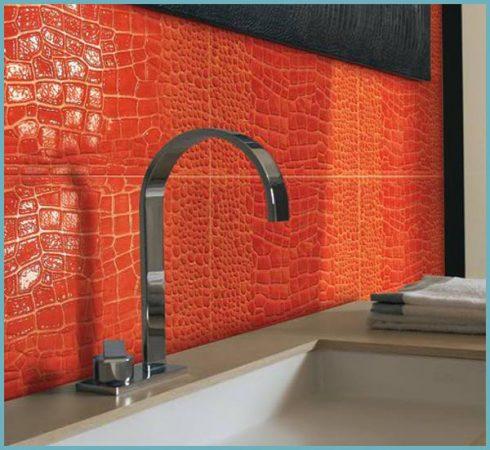 керамическая плитка с узором в ванной