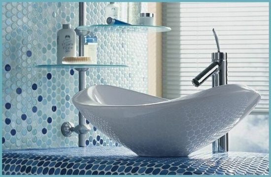 разноцветная мозаика в ванной комнате
