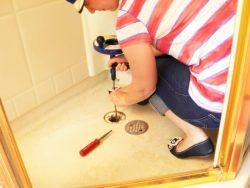 как прочистить трубы в ванной