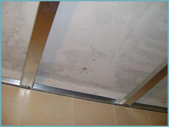 как сделать обрешетку под пластиковый потолок