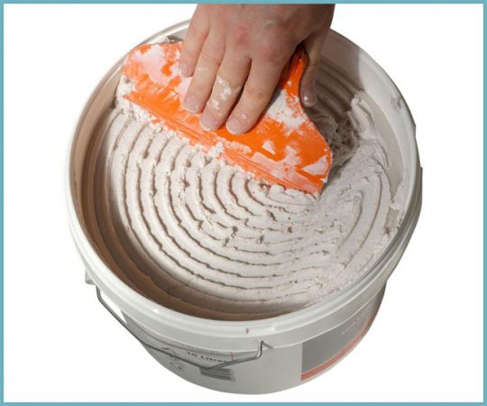 как нанести клей на керамогранит