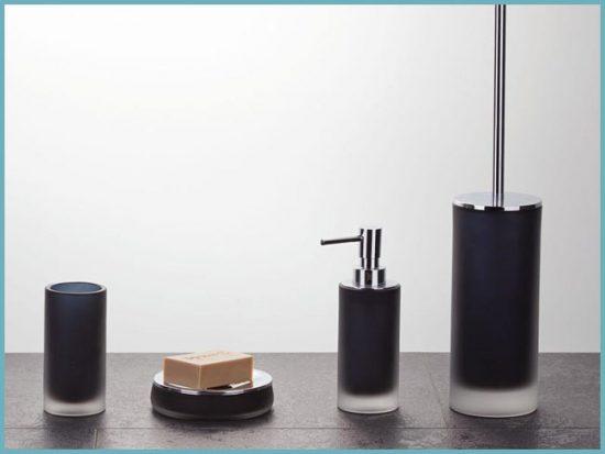 из чего делают стаканы и дозаторы для ванной