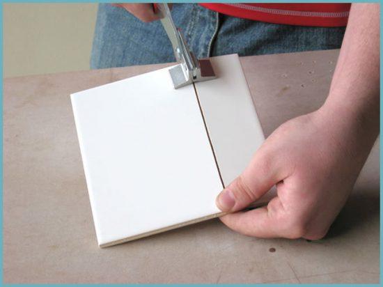 как резать плитку щипцами