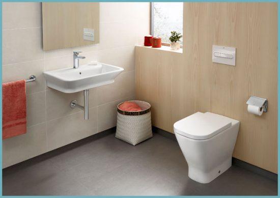 приставной унитаз в интерьере ванной