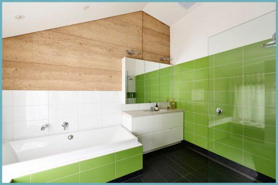 сочетание плитки и дерева в ванной