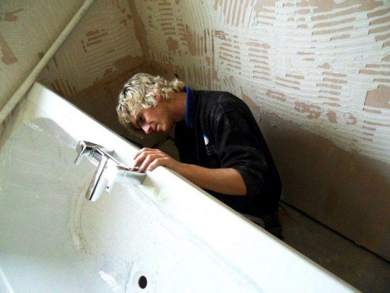 как сделать отверстия под смеситель