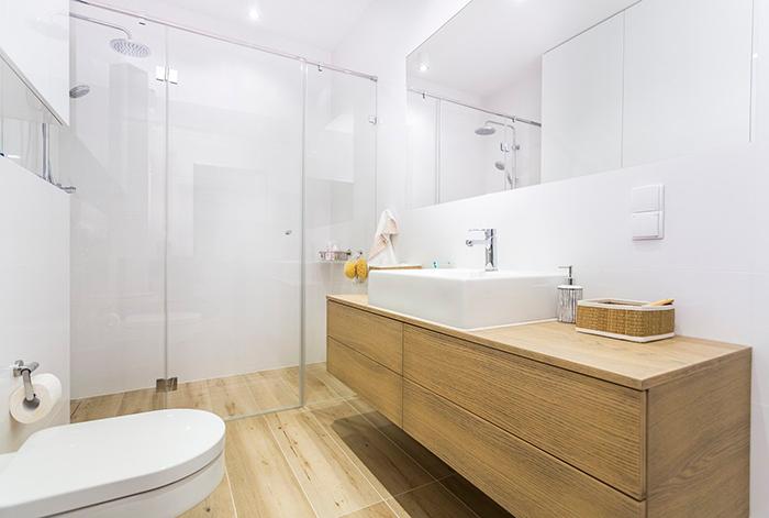совмещенная белая ванная