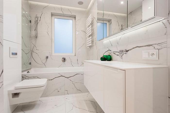 необычная светлая ванная