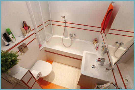 полочки в небольшой ванной комнате