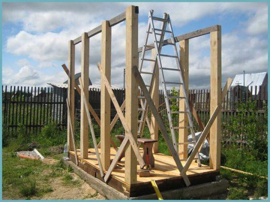 как построить летний душ из дерева