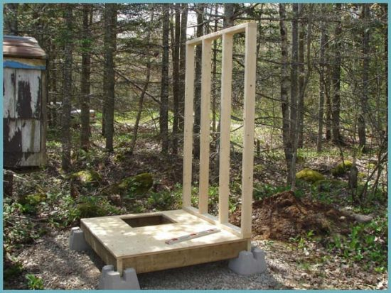 как возвести стены туалета на даче