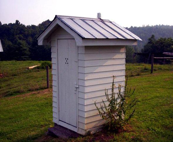Из чего сделать туалет на даче своими
