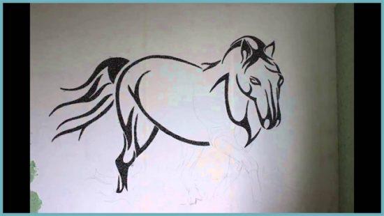 техника рисования жидкими обоями