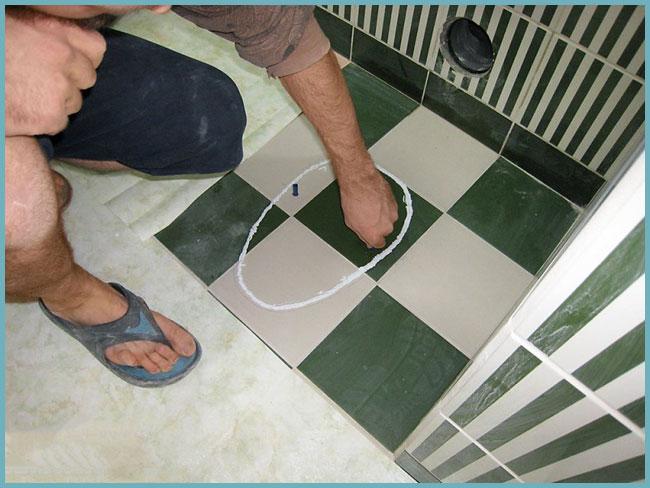 Как установить унитаз на плитку своими руками