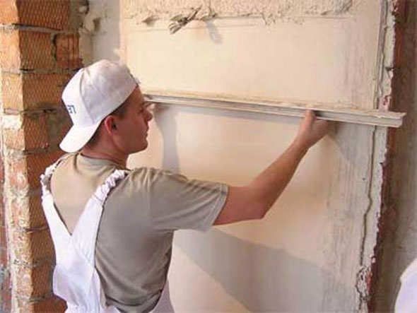 Как выровнять стены штукатуркой