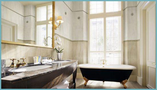 окно в ванной в английском стиле