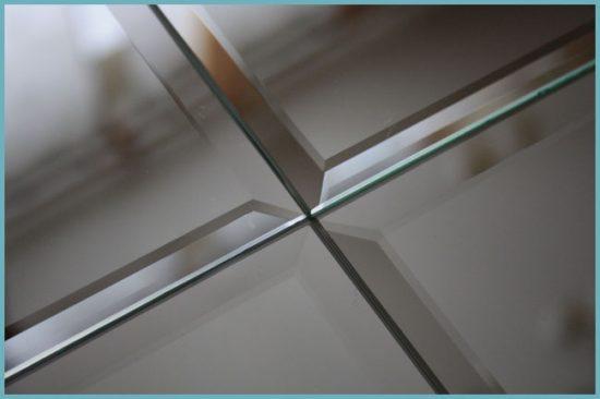 монтаж зеркального потолка в ванной